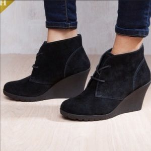 White Mountain black suede booties size 8.5